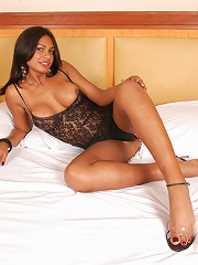Absolutely hottest tranny Ana Paula looks sexier than ever